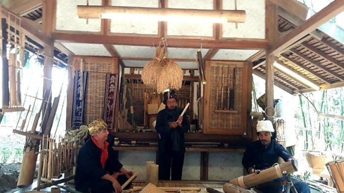 rongga budaya di dalam resort dusun bambu tempat wisata di bandung