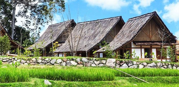 vila kampung layung di dalam resort dusun bambu bandung