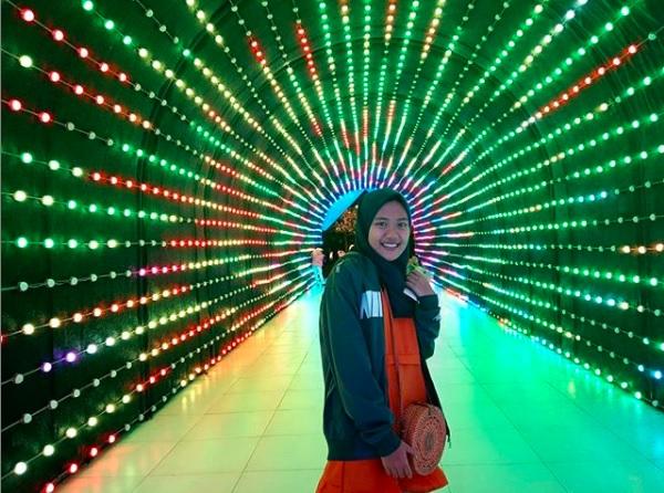 terowongan lampu di wisata malang